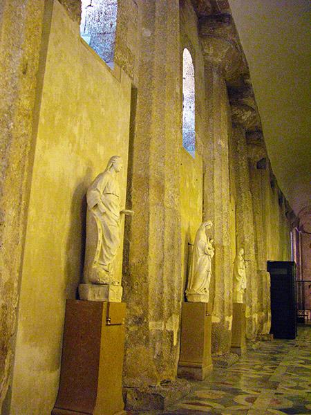 sicilia Siracusa particolare delle colonne greche del tempio di Atena all'interno della cattedrale