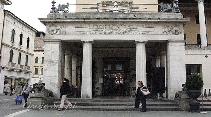 Padova ingresso Pedrocchi caffé