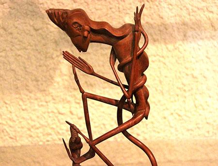 Bali Ubud Museo Puri Lukisan legno statua ok x