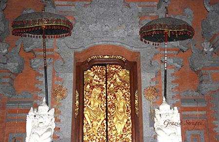 Bali Ubud casa di ritrovo pubblica szm