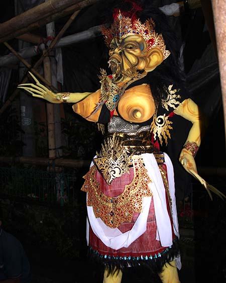 Bali Ubud preparazione festa annuale h