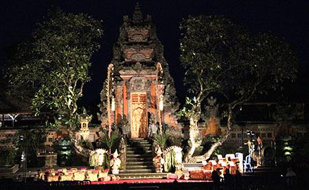 Bali Ubud tempio ok ok notturno