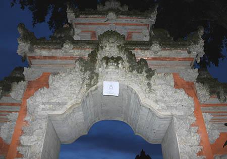 Bali Ubud templio notte dc