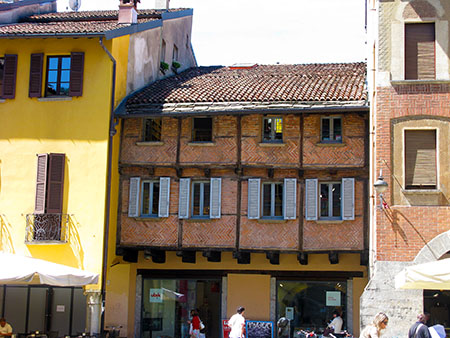 Como piazza San Fedele casa a graticcio IMG_0338