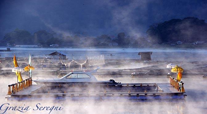 GRAZIA ARTE firma Bali 672 ok ok Lago Batur vario nebbia v