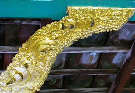 Bali tempio sofffitti 7 oro