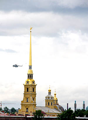 San Pietroburgo elicottero sulla chiesa dei SS Pietro e paolo nella fortezza