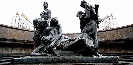 San Pietroburgo monumento agli eroici difensori di leningrado satua