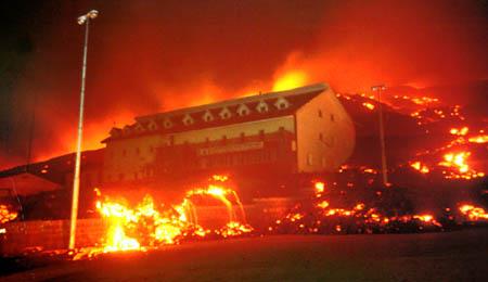 Catania Etna okok 450 incendio rifugio vulcano fuoco